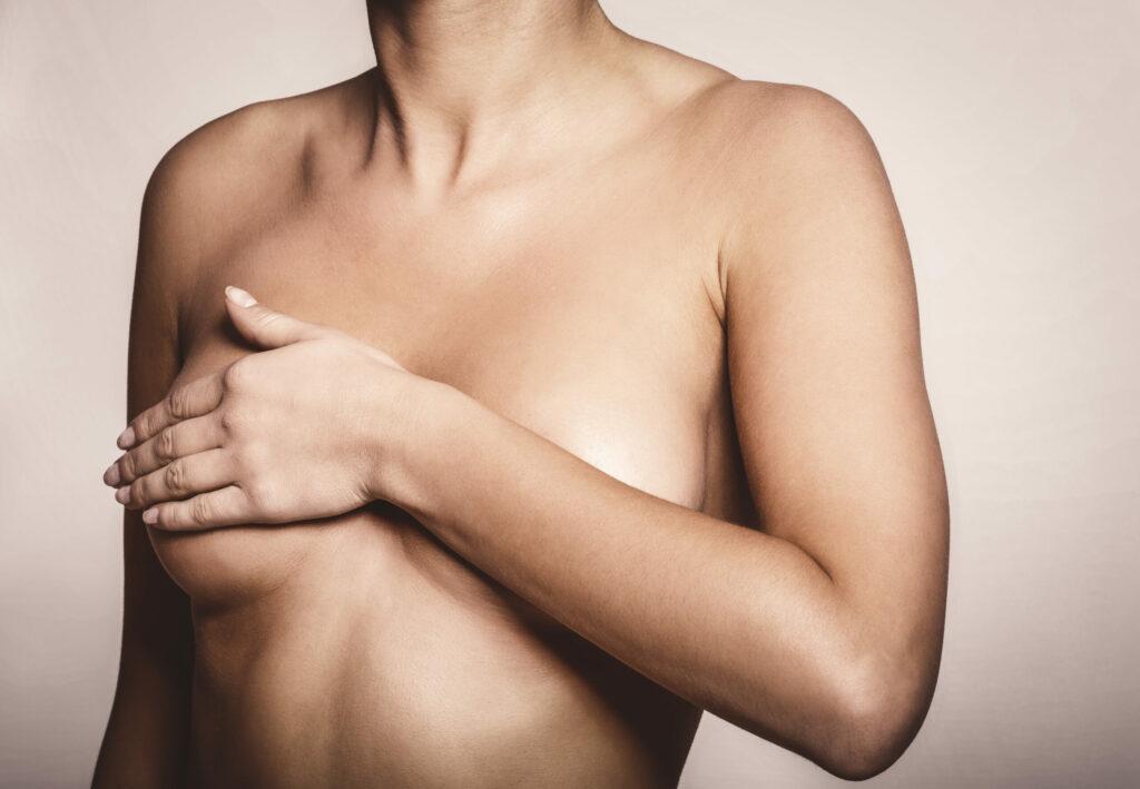 Cuando hables con tu médico sobre el dolor en los pechos, menciona su intensidad y duración.