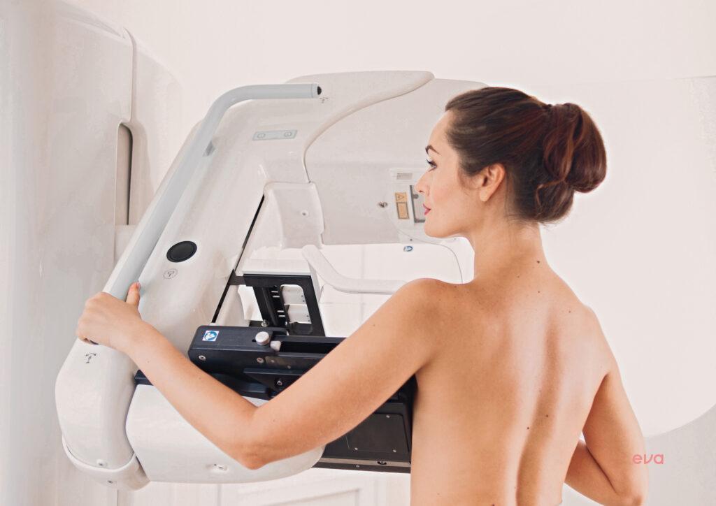 La mastografía es un estudio de imagen del interior de los pechos.