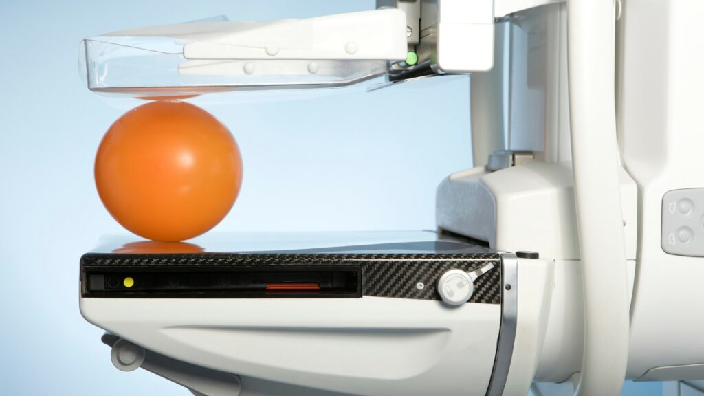 El mastógrafo es el aparato que se usa para realizar las mastografías.