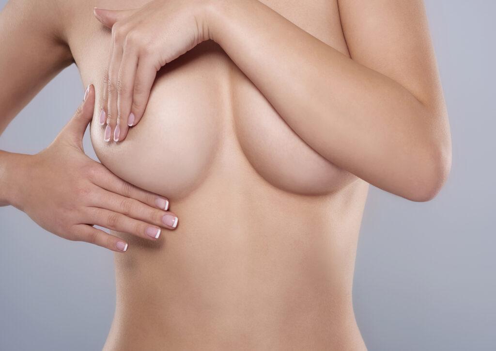 En caso de que descubras alguna anomalía en tus pechos, consulta a tu médico.