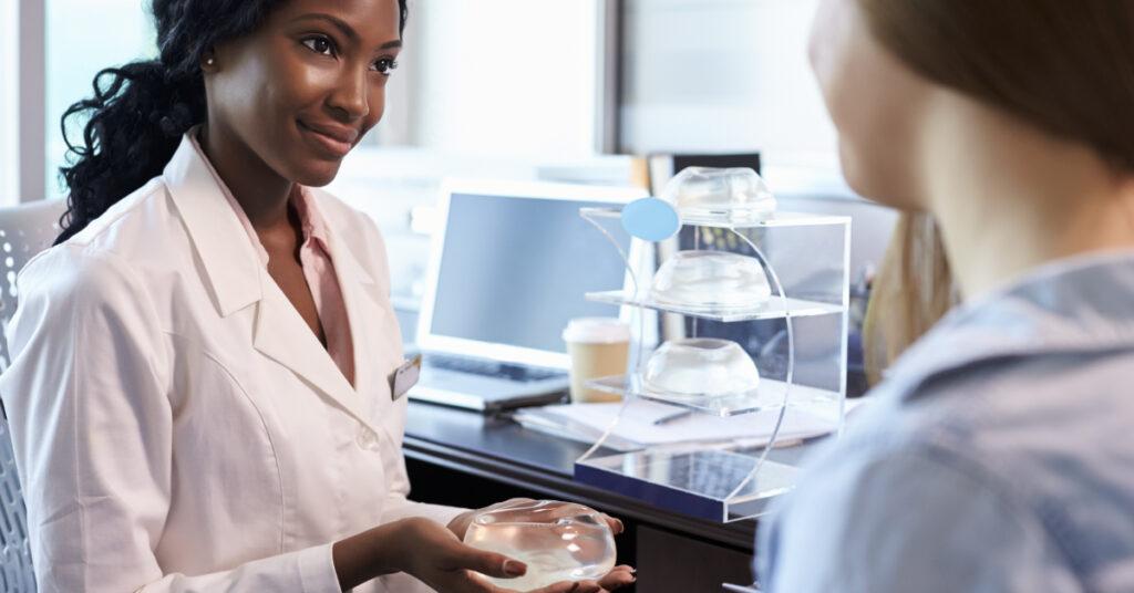 Existen muchas opciones de reconstrucción de los pechos después de la mastectomía.